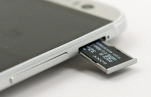 HTC ONE m8 как сохранять на SD карту?